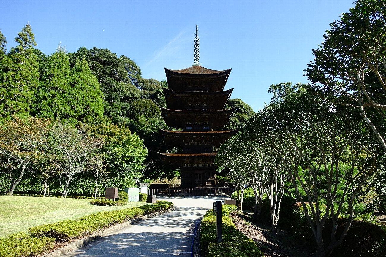 瑠璃光寺 五重塔と池泉庭園_c0112559_08231690.jpg