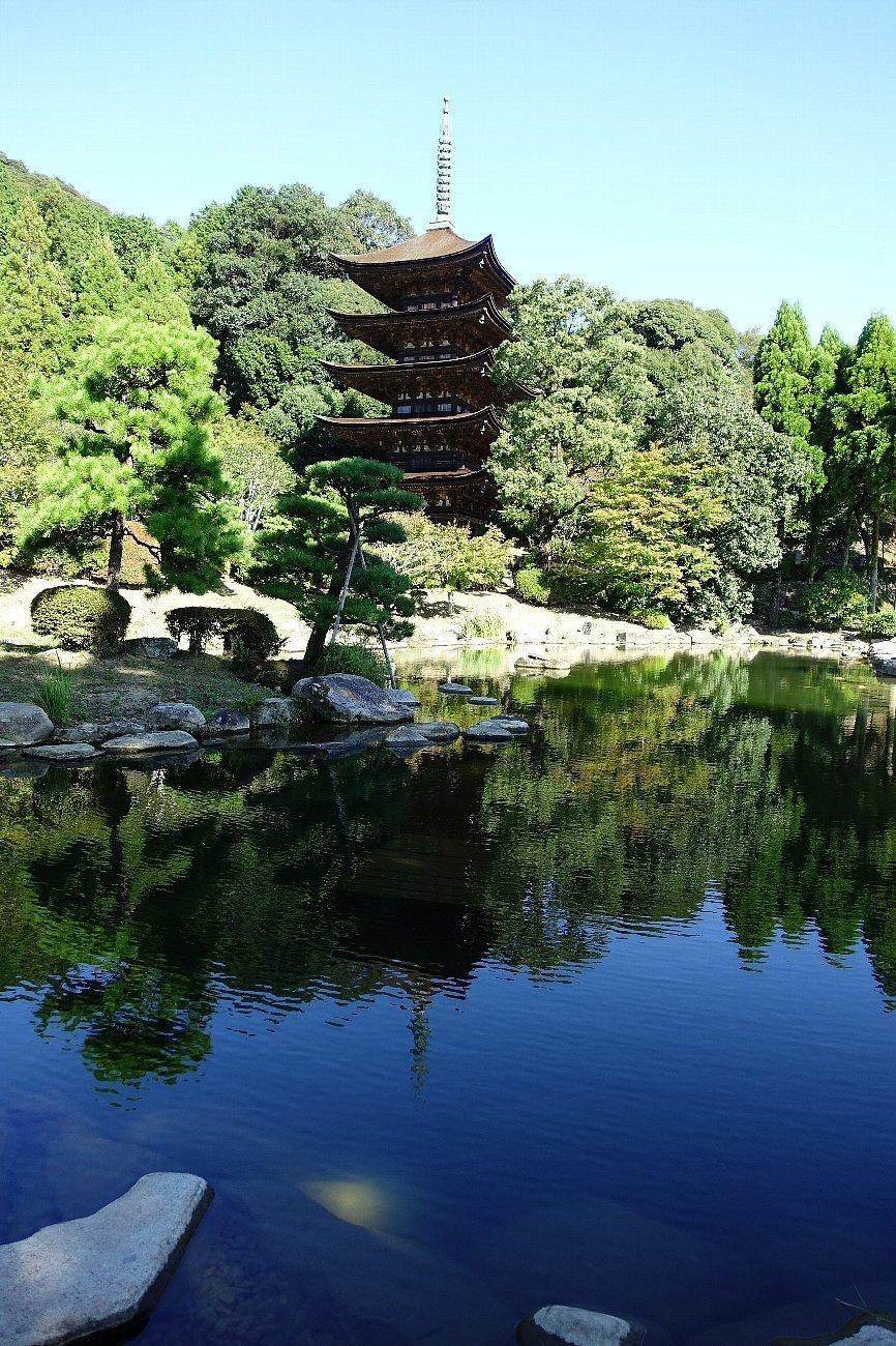 瑠璃光寺 五重塔と池泉庭園_c0112559_08233351.jpg