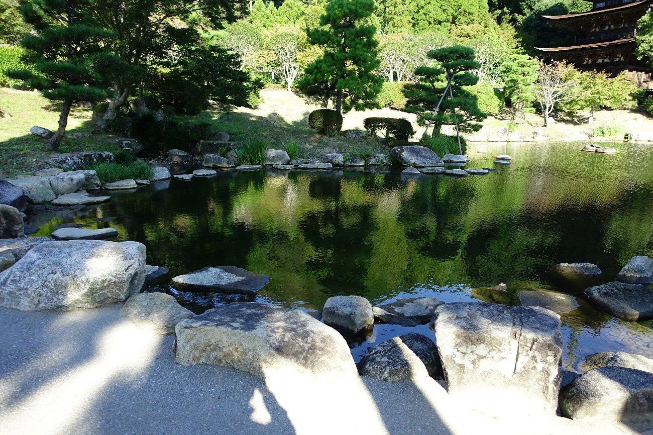 瑠璃光寺 五重塔と池泉庭園_c0112559_08242172.jpg