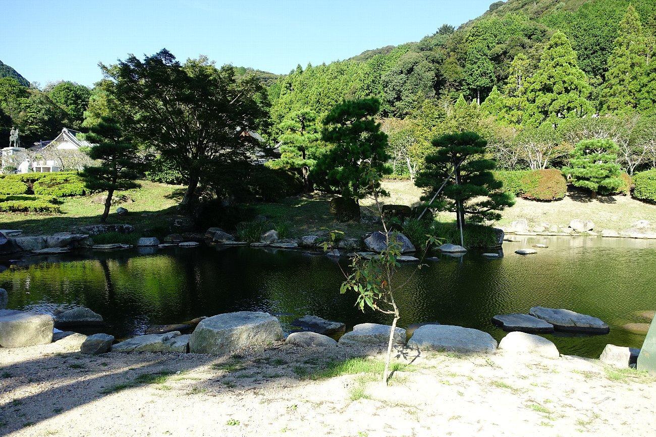 瑠璃光寺 五重塔と池泉庭園_c0112559_08244107.jpg