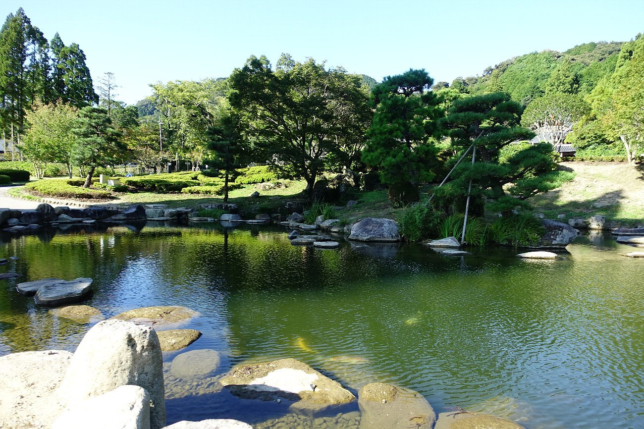 瑠璃光寺 五重塔と池泉庭園_c0112559_08260491.jpg