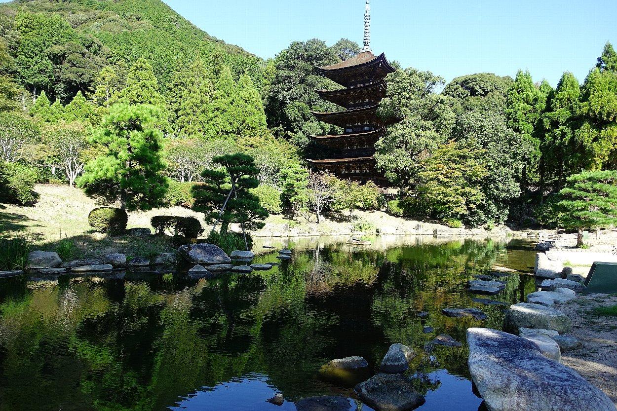 瑠璃光寺 五重塔と池泉庭園_c0112559_08275282.jpg