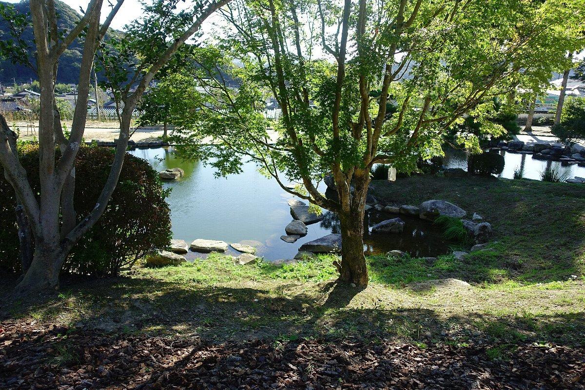 瑠璃光寺 五重塔と池泉庭園_c0112559_08284831.jpg