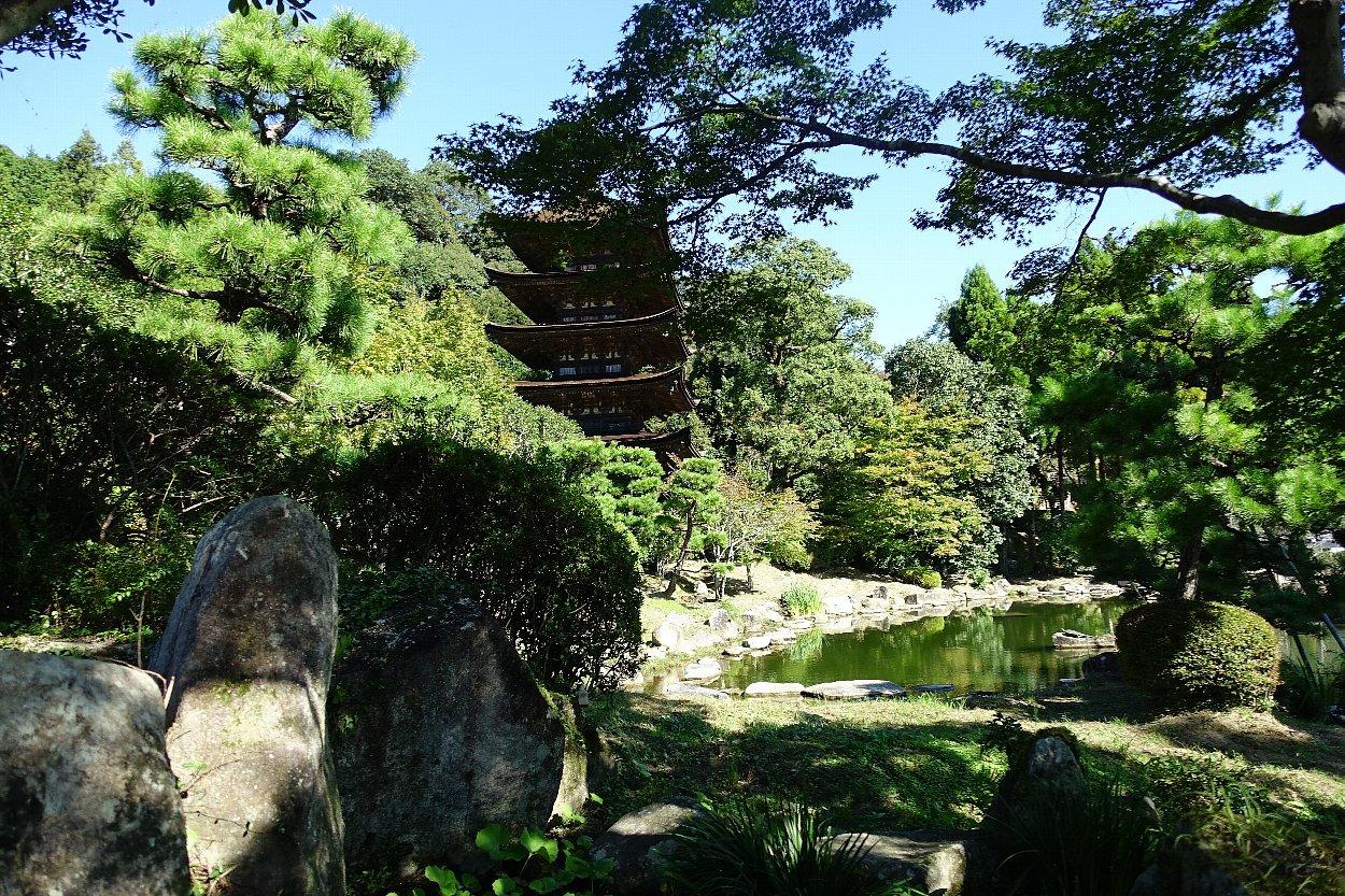瑠璃光寺 五重塔と池泉庭園_c0112559_08300768.jpg