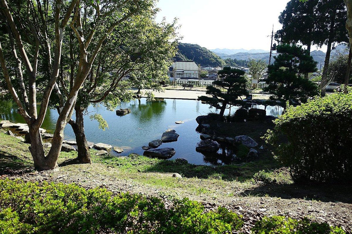 瑠璃光寺 五重塔と池泉庭園_c0112559_08312796.jpg