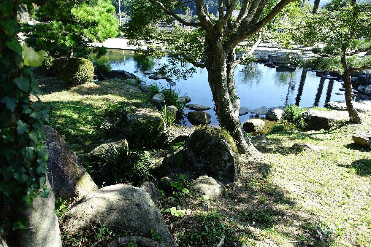 瑠璃光寺 五重塔と池泉庭園_c0112559_08342969.jpg