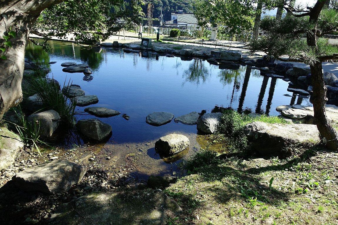 瑠璃光寺 五重塔と池泉庭園_c0112559_08350372.jpg