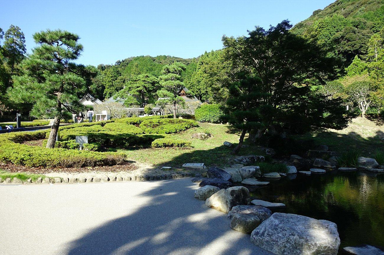 瑠璃光寺 五重塔と池泉庭園_c0112559_08355033.jpg
