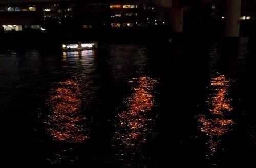 光の海をナイト・ウォーキング_b0102572_16043134.jpg