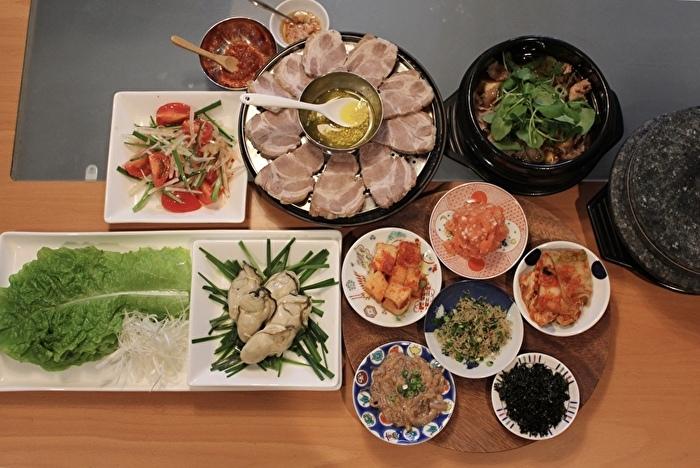 牡蠣と豚肉のポッサムと、牛肉とクレソンのテンジャンチゲ定食_a0223786_16533551.jpg