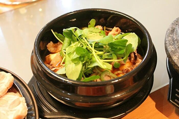 牡蠣と豚肉のポッサムと、牛肉とクレソンのテンジャンチゲ定食_a0223786_16593798.jpg