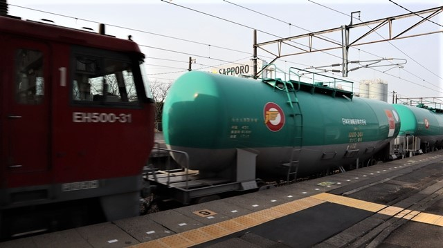 藤田八束の鉄道写真@東北本線宮城県JR名取駅はサッポロビール園前にあります。貨物列車「金太郎」が頑張っています・・・サッポロビールはこの貨物列車をもっと効果的使うと良い・・・貨物列車をコマーシャル様_d0181492_17593719.jpg