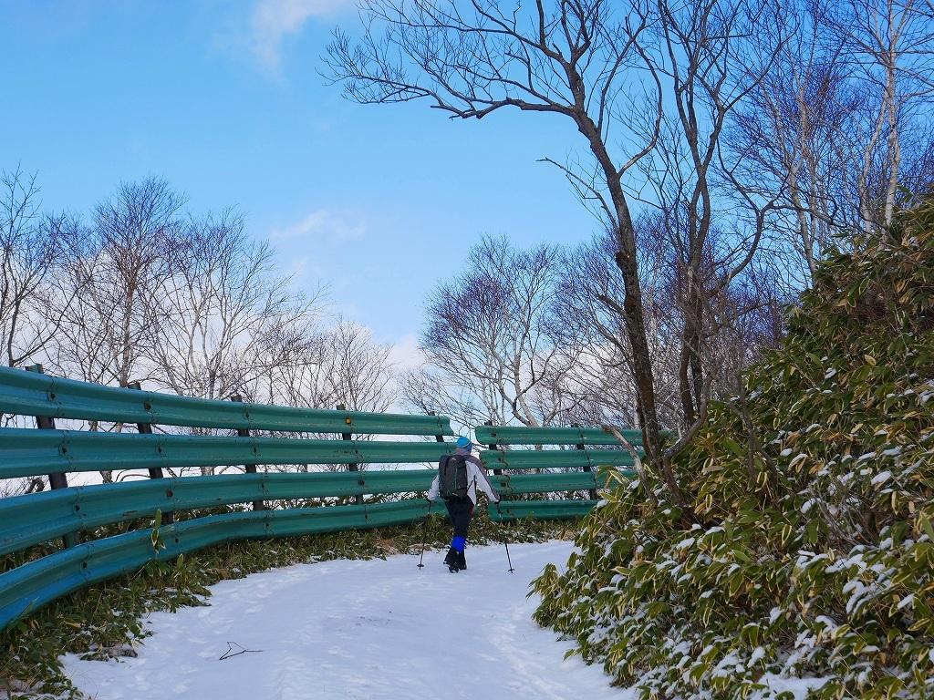 少雪の紋別岳、2019.12.19_f0138096_17245424.jpg