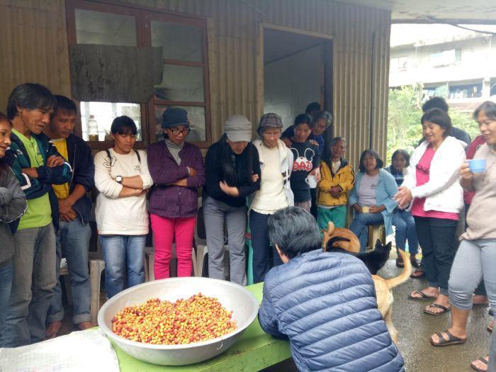 マナラボとの世界の人びとのためのJICA基金事業「小規模農家によるコーヒー生産のための加工・運営指導プロジェクト」_b0128901_20353875.jpg