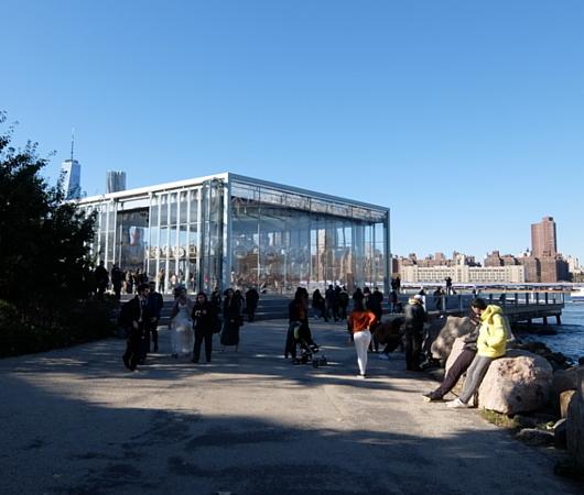 ブルックリン、Dumbo地区の名所の1つ、メリーゴーランドのJane\'s Carousel_b0007805_07281995.jpg