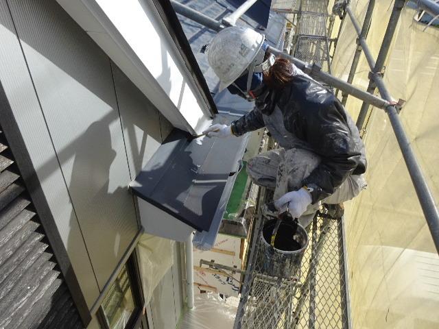 アパートの外装改修工事が進行中です。_f0105112_04224473.jpg