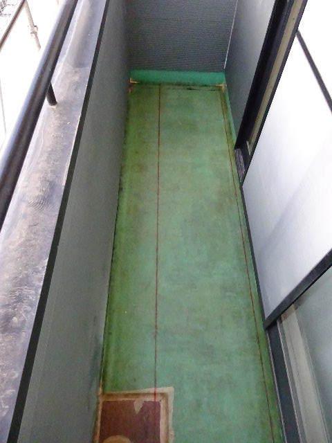 アパートの外装改修工事が進行中です。_f0105112_04315499.jpg