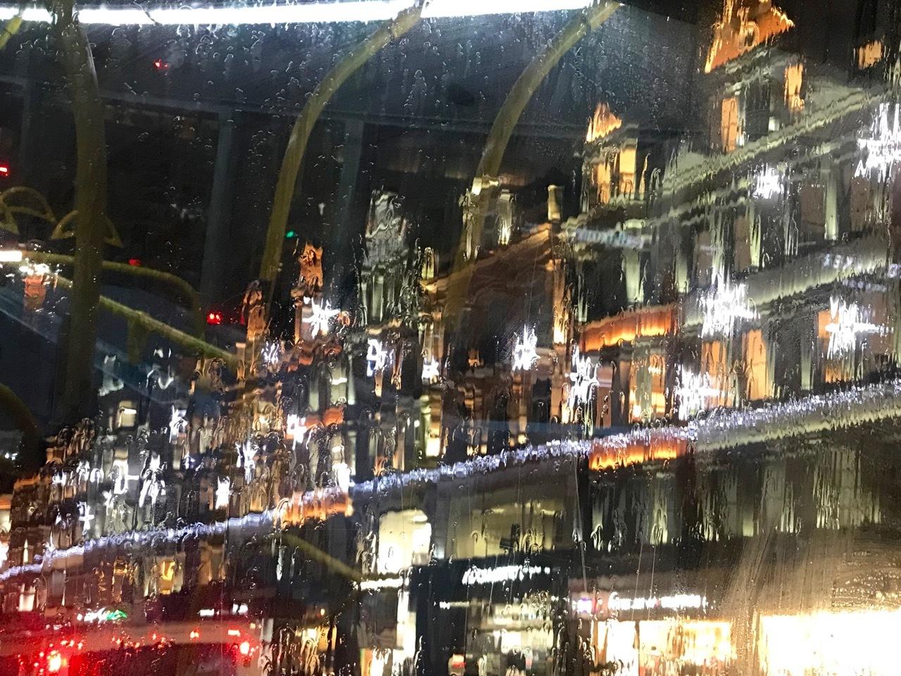 クリスマスは直前がいちばん盛り上がるのかもしれません_e0114020_19313834.jpg