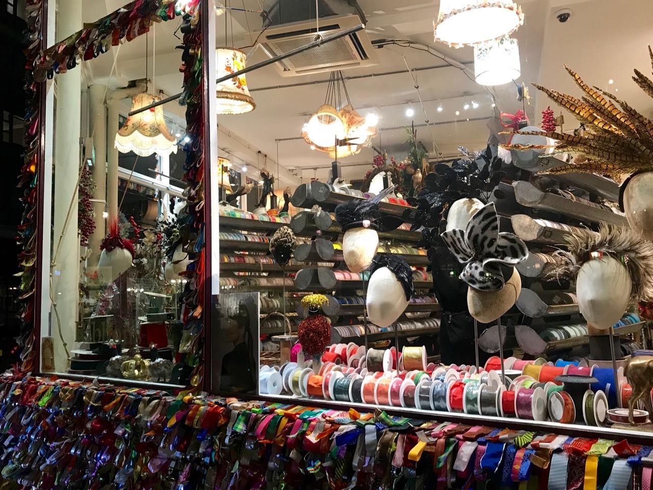 クリスマスは直前がいちばん盛り上がるのかもしれません_e0114020_19554018.jpg