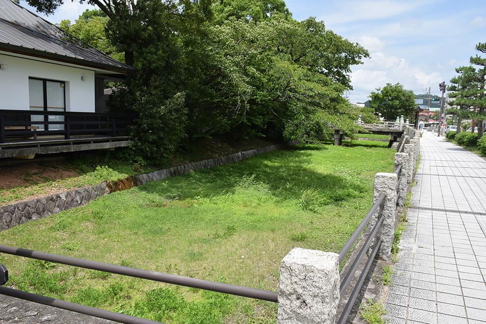 国宝・彦根城を歩く。 その1 <佐和口御門~表御殿>_e0158128_14535062.jpg