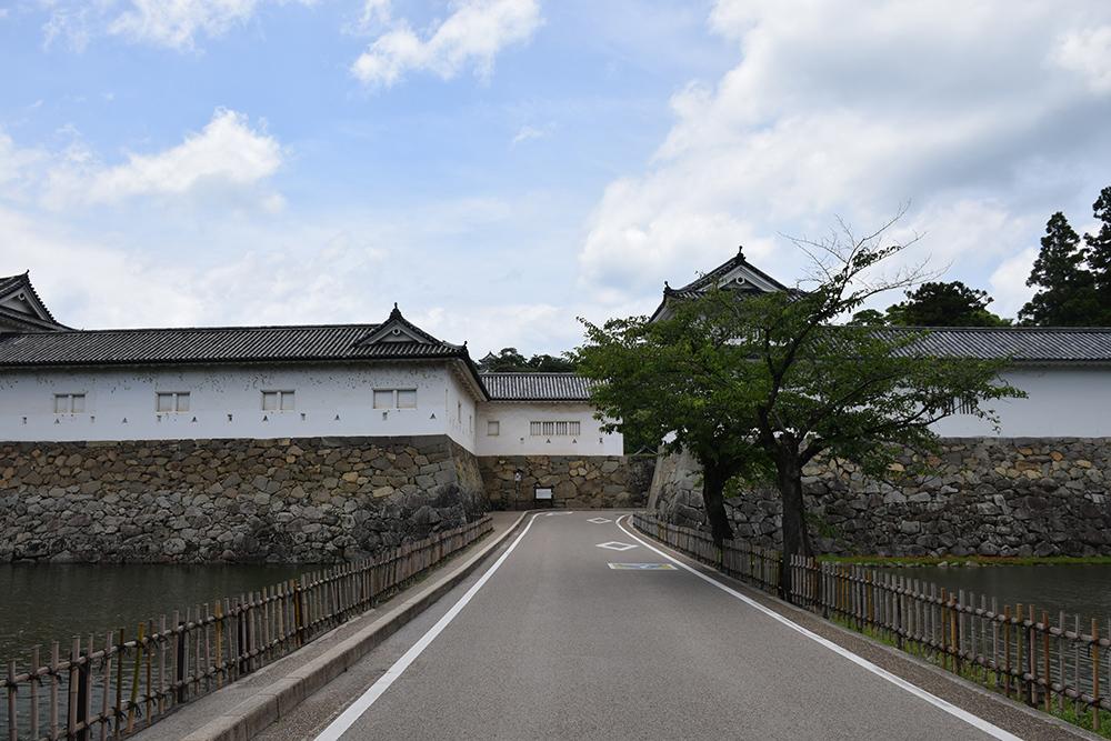 国宝・彦根城を歩く。 その1 <佐和口御門~表御殿>_e0158128_15183801.jpg