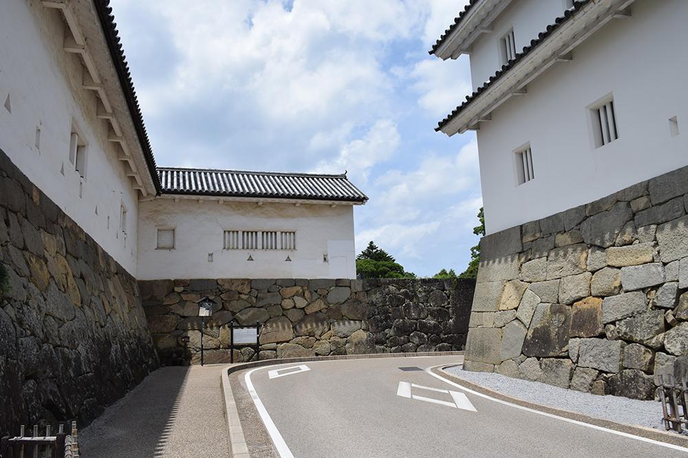 国宝・彦根城を歩く。 その1 <佐和口御門~表御殿>_e0158128_15204560.jpg