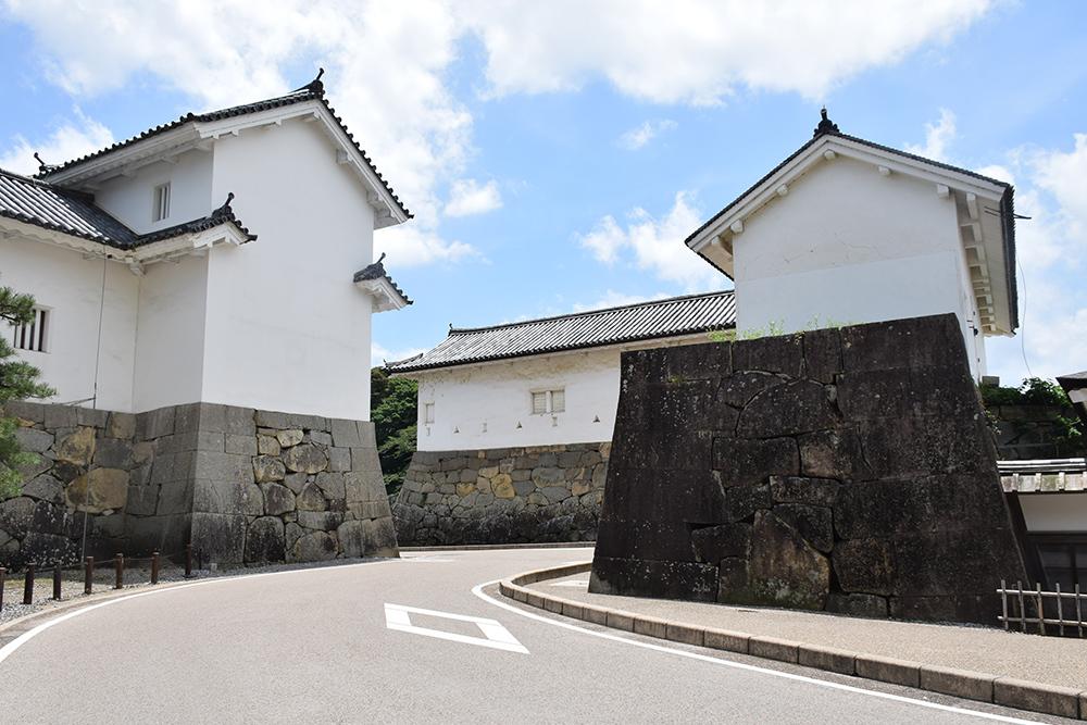国宝・彦根城を歩く。 その1 <佐和口御門~表御殿>_e0158128_15205193.jpg