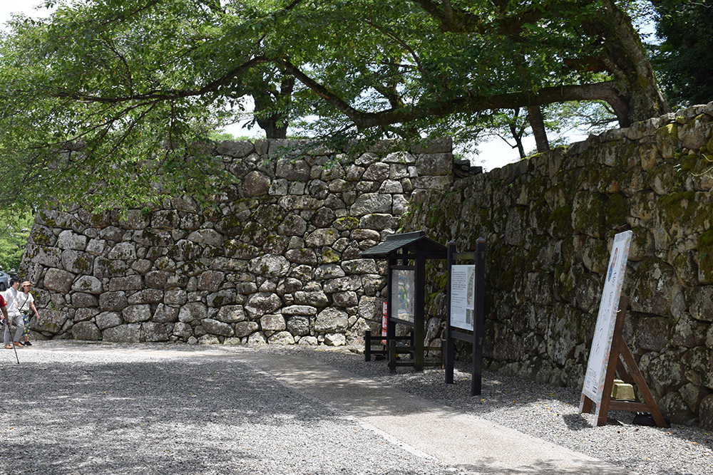国宝・彦根城を歩く。 その1 <佐和口御門~表御殿>_e0158128_15274499.jpg