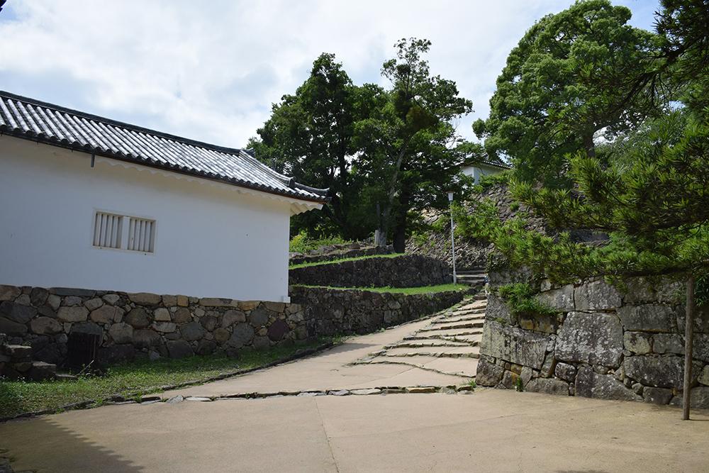 国宝・彦根城を歩く。 その3 <太鼓丸~太鼓門櫓~本丸>_e0158128_16271323.jpg