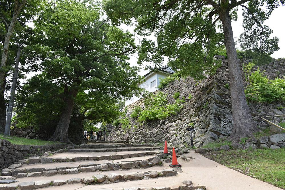 国宝・彦根城を歩く。 その3 <太鼓丸~太鼓門櫓~本丸>_e0158128_16303840.jpg