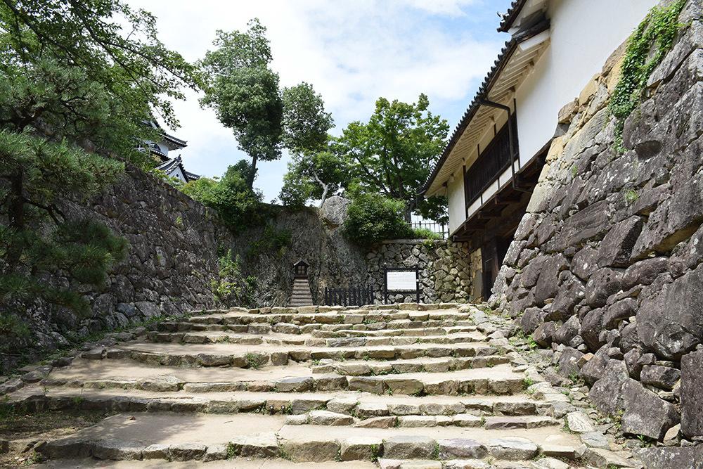 国宝・彦根城を歩く。 その3 <太鼓丸~太鼓門櫓~本丸>_e0158128_16340501.jpg