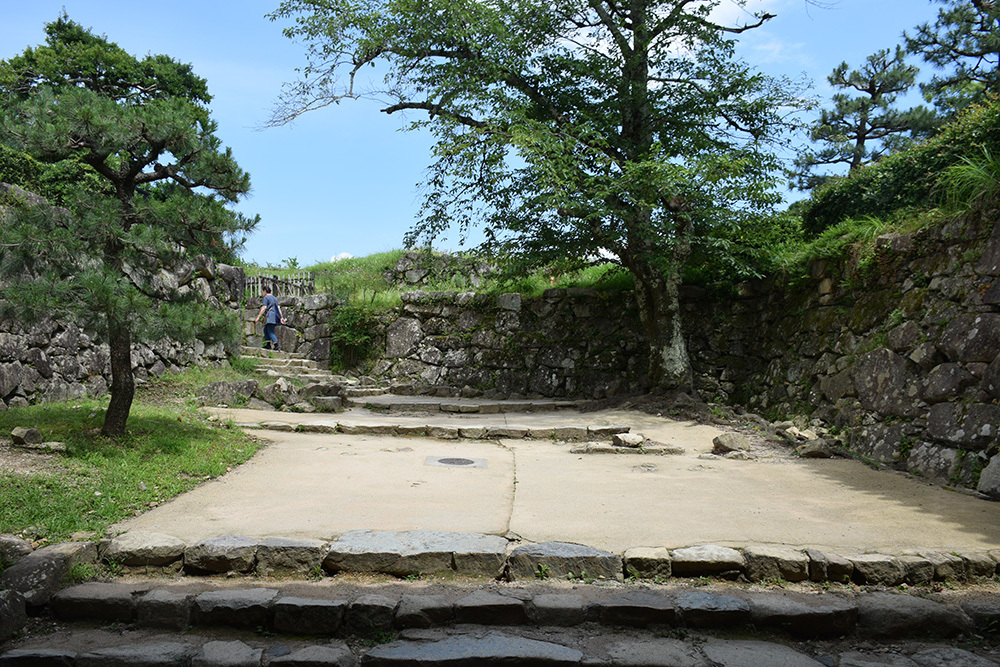 国宝・彦根城を歩く。 その3 <太鼓丸~太鼓門櫓~本丸>_e0158128_16375773.jpg