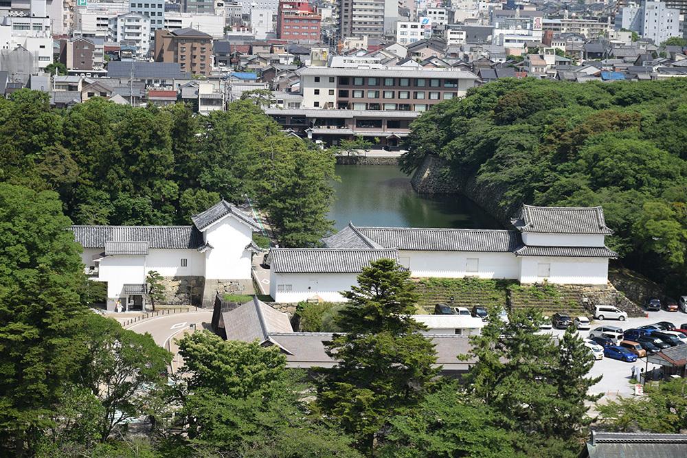 国宝・彦根城を歩く。 その3 <太鼓丸~太鼓門櫓~本丸>_e0158128_16540256.jpg