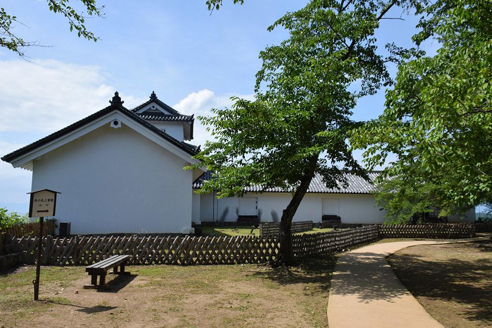 国宝・彦根城を歩く。 その5 <西の丸~出曲輪>_e0158128_17501135.jpg