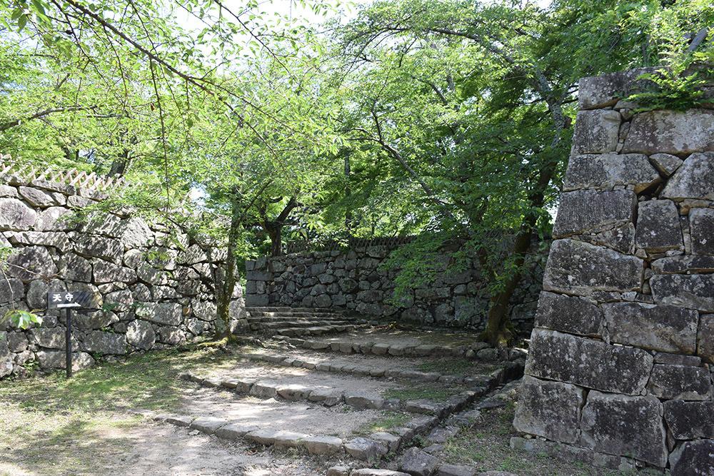 国宝・彦根城を歩く。 その5 <西の丸~出曲輪>_e0158128_18091560.jpg