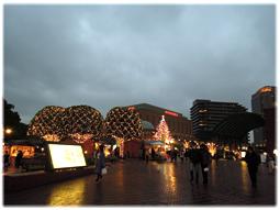 周囲はすっかりクリスマスムードに_d0221430_17224744.jpg