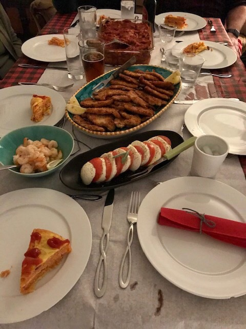 お家で夕食会もアメリカンなイタリアンで^^; _d0269832_23523863.jpeg
