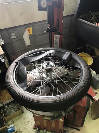 スポーク組替え完了タイヤ組み付け_c0133351_14320206.jpg