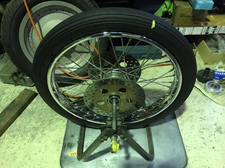 スポーク組替え完了タイヤ組み付け_c0133351_16384936.jpg