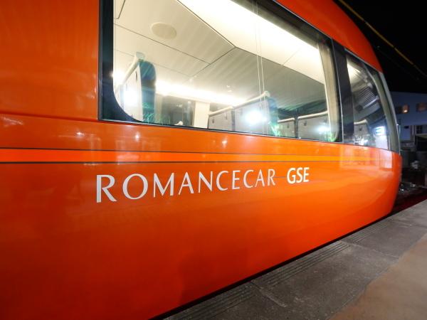 赤いロマンスカー_a0351368_23015968.jpg
