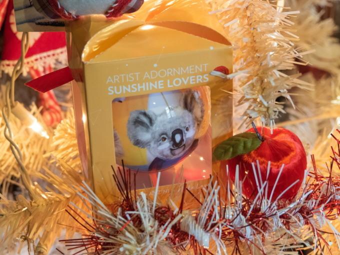 クリスマスツリーのシーズン・・今年はコアラ・カンガルーも参加!_f0276498_21162101.jpg
