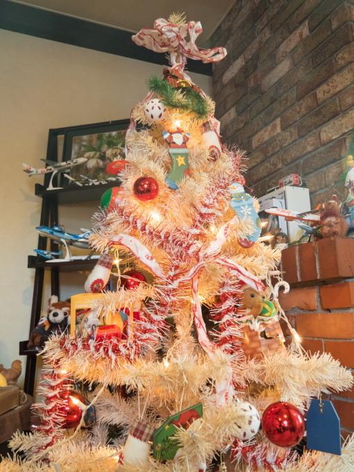 クリスマスツリーのシーズン・・今年はコアラ・カンガルーも参加!_f0276498_21164815.jpg
