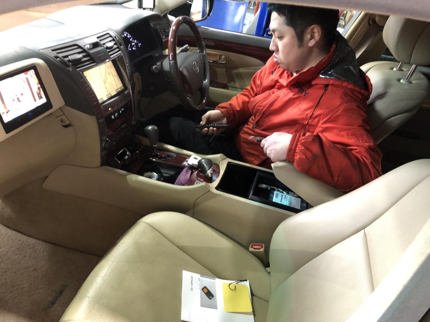 12月21日(土)トミーベースブログ☆K様LS460納車✨✨カスタムカー専門♬レクサス🎶スバル🎶限定車☆希少車多数☆フーガ🎶クラウン🎶レ_b0127002_14211554.jpg