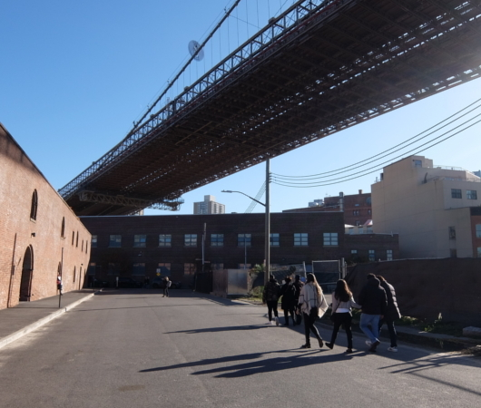 ブルックリン・ブリッジのたもと周辺の風景_b0007805_10435612.jpg