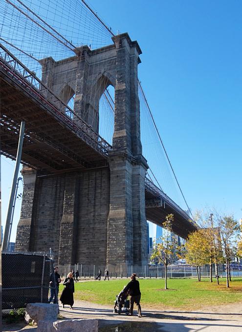 ブルックリン・ブリッジのたもと周辺の風景_b0007805_10444853.jpg