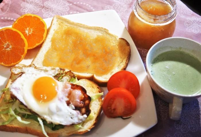 ■THE・朝ご飯【トースト2種とミルク青汁】_b0033423_21515979.jpg