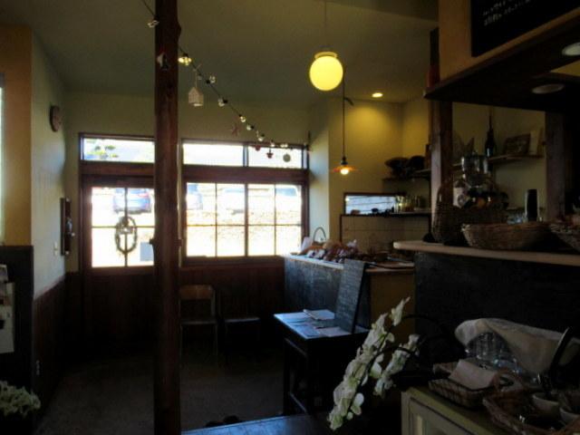 田舎風 信州の食卓・ターブル ヒュッテ * 東御のローカルベンチが食事とパンのお店にリニューアル!_f0236260_01095633.jpg