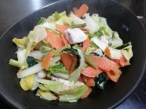 余り野菜を一気に消費!冬野菜の蒸し炒め♪_d0206564_19154500.jpg