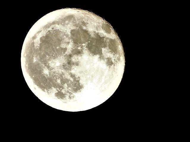 気仙沼は美しく魅力的な街に変わりました。美しい月明かりに気仙沼の街が浮かびます。・・・気仙沼プラザホテル・三陸の復興気仙沼は復興しました、夜景の綺麗な街_d0181492_22525806.jpg