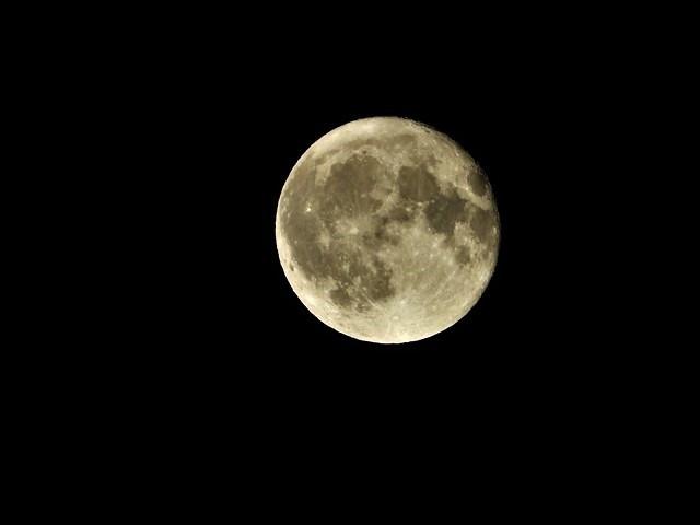 気仙沼は美しく魅力的な街に変わりました。美しい月明かりに気仙沼の街が浮かびます。・・・気仙沼プラザホテル・三陸の復興気仙沼は復興しました、夜景の綺麗な街_d0181492_22532384.jpg